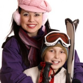 woman with child skiing with her family in the Alps - a single parent -